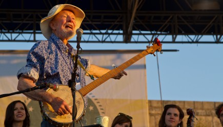 Pete Seeger closes out the 2011 Newport Folk Festival.