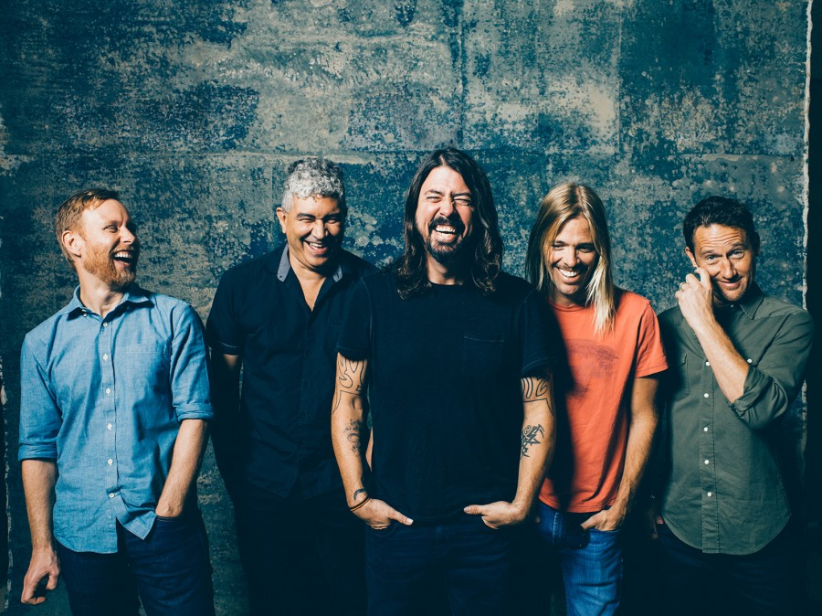 "Foo Fighters frontman Dave Grohl says his band ""could break up"" if signed by Dischord. Hmm."