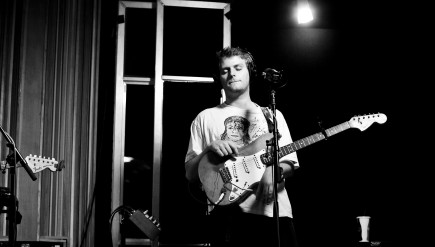 Mac DeMarco performs like on KCRW.