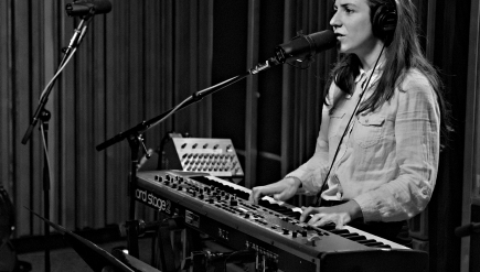 Julia Holter performs live on KCRW.
